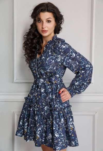 платье-мини-c-цветочным-принтом-голубо